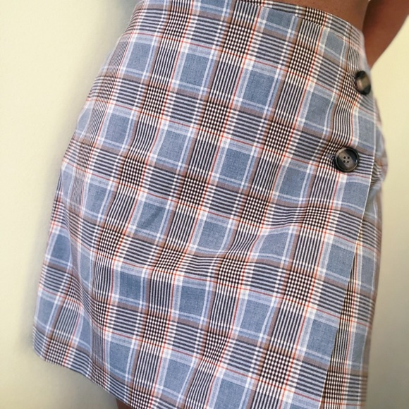H&M plaid skirt with buttons-NEVER WORN